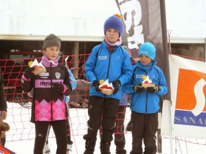 Ekain, acompañando en el podium a dos alevines franceses del Val de Azun
