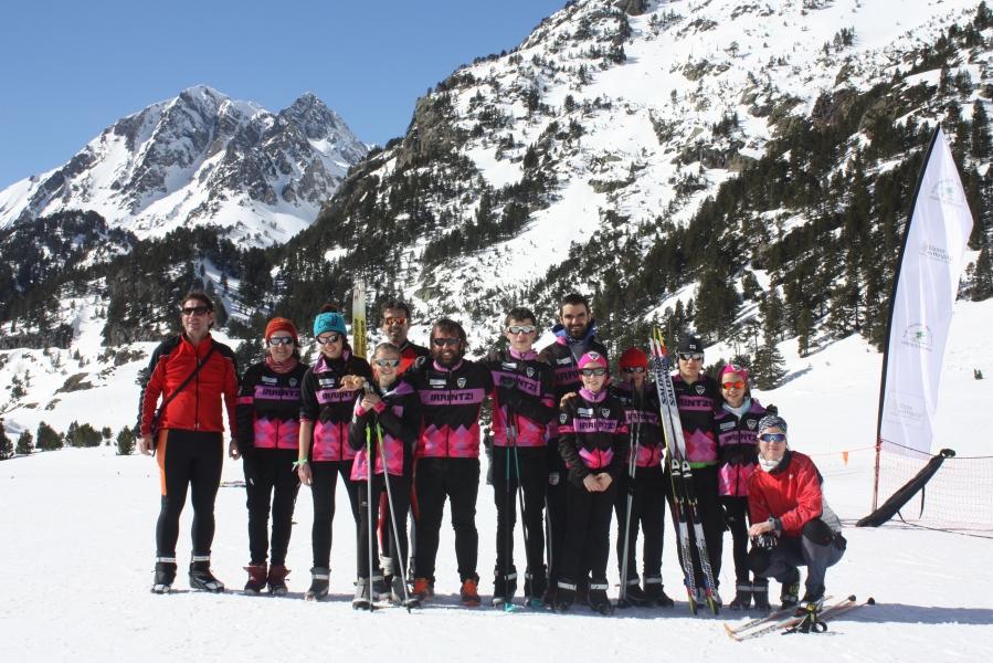 Irrintzi Ski Taldea en Benasque...disfrutando del solazo