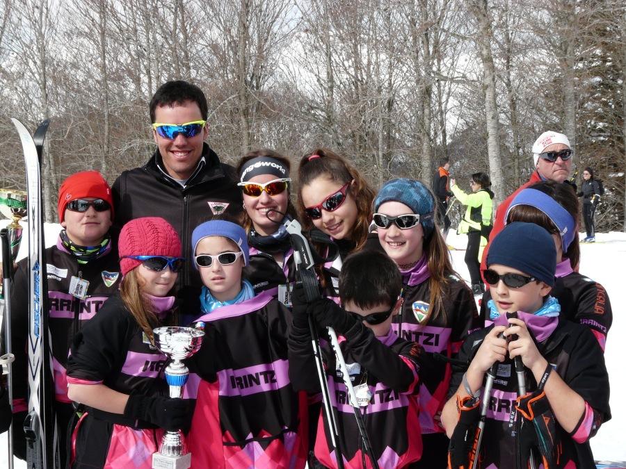 El olímpico Imanol Rojo tenía ilusión por sacarse una foto con los Irrintzi´s (milesker crack!). Foto: Mapi Irrintzi Ski