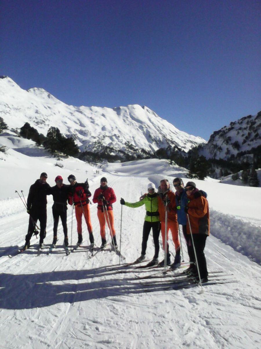 El equipo Popular de Irrintzi Ski...siempre alternativo, con su propios horarios, ritmos, estética y entrenador