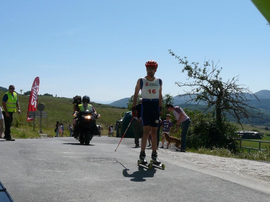 Diego Ruiz entrando en la meta de Beorburu. Foto: Mapi-Irrintzi Ski