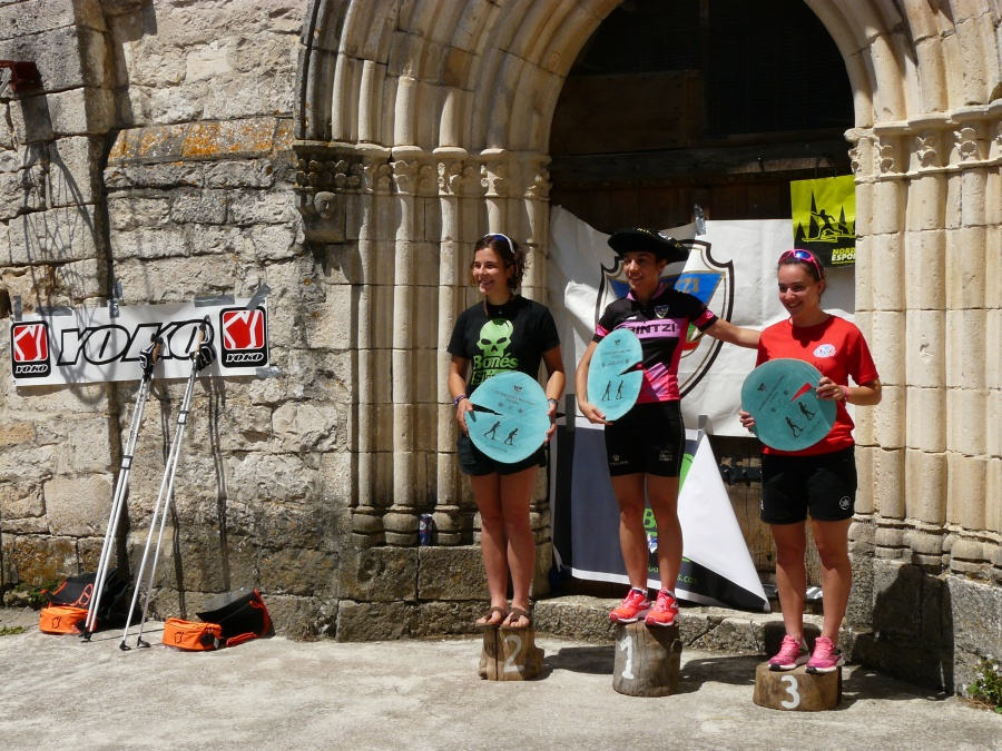 Podium femenino con Cynthia 1ª, seguida por Uxue y Henar. Foto: Mapi-Irrintzi Ski