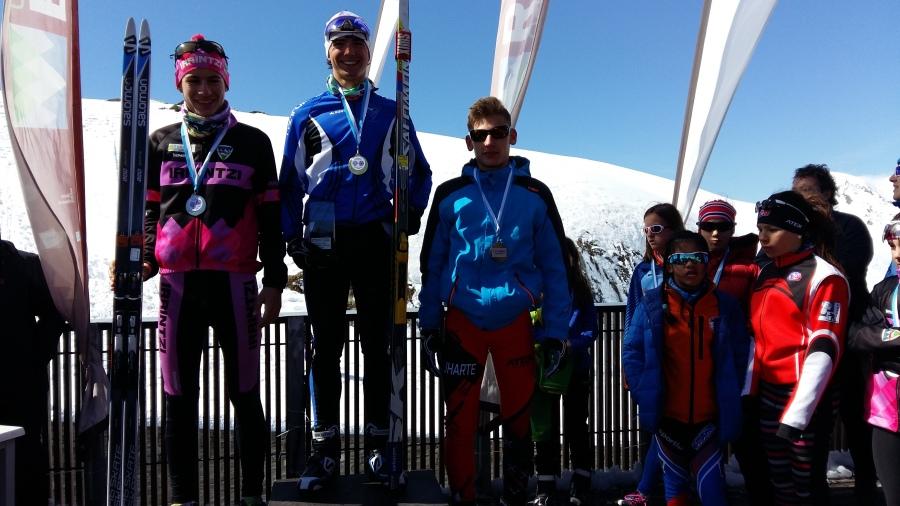 Euskal Herriko Txapelketako podium-a, gipuzkoano bat eta bi napar